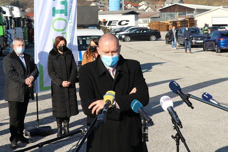 humanitarna pomoč Petrinja SLOLES Slovensko lesno združenje Jože Podgoršek