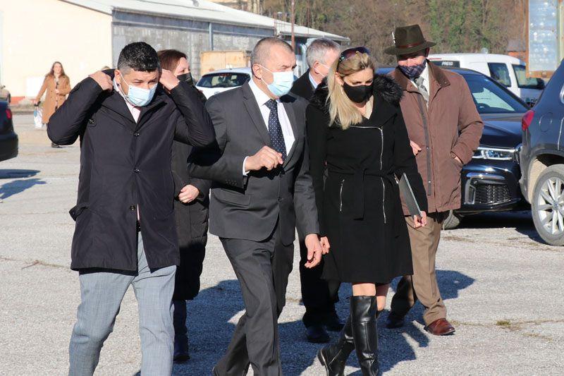 humanitarna pomoč Petrinja SLOLES Slovensko lesno združenje Ajda Cuderman Jože Podgoršek