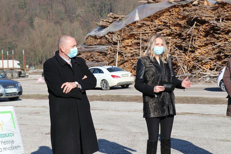humanitarna pomoč Petrinja SLOLES Slovensko lesno združenje Kaja Zoran SOLIS Jože Podgoršek minister